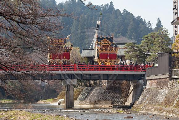 Yatai (floats) crossing bridge, Takayama